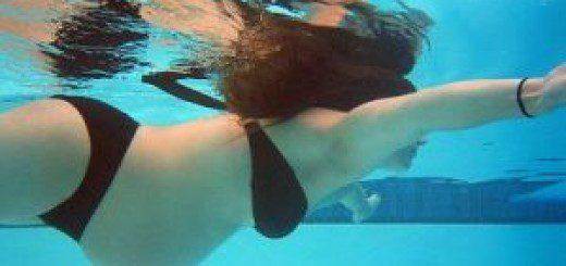 Вагітна плаває