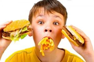 Як привчити дитину до здорової їжі