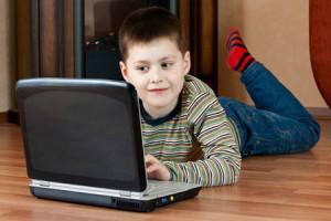 дитина та компютер