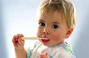Поява перших молочних зубів у дітей