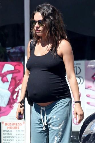 вагітна Міла Куніс
