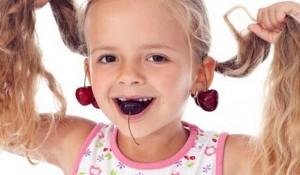 Проколювати вуха дитині чи ні