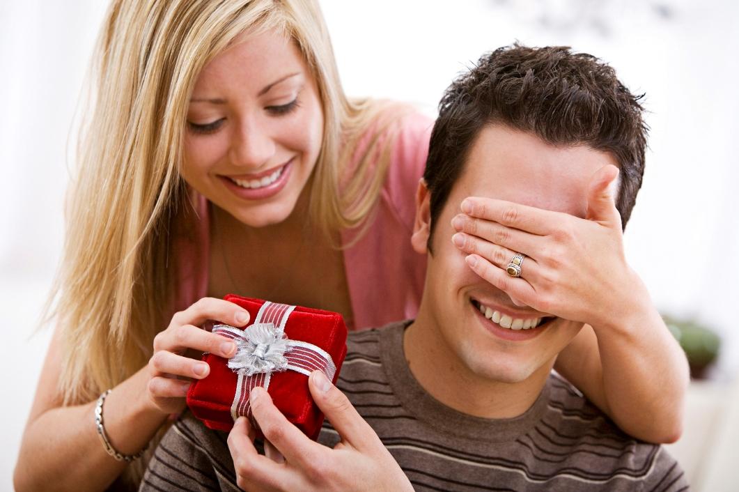 Заставить мужчину покупать подарки