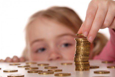 Як навчити дитину правильно витрачати гроші
