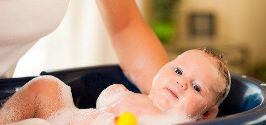 купання немовляти з комфортом для себе і для нього