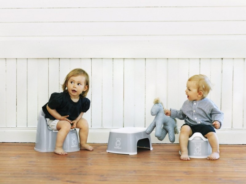 Чому дитина відмовляється ходити на горщик: можливі причини