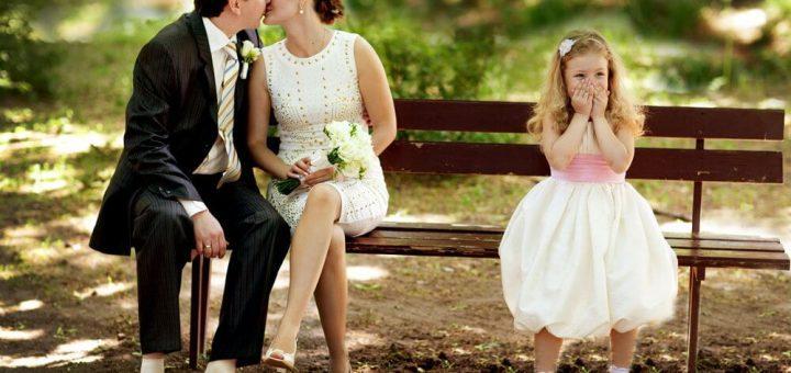 Cамотня жінка з дитиною. Як знайти чоловіка?