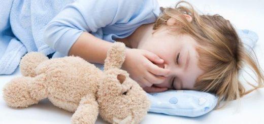 Чому дитина скрипить зубами під час сну